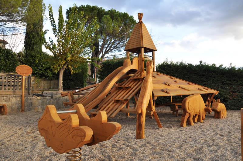 Aire De Jeux Avec Sculptures En Bois Et Ferme Pour Jardin